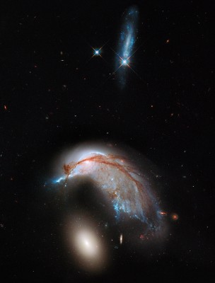 This interacting galaxy duo is collectively called Arp 142.